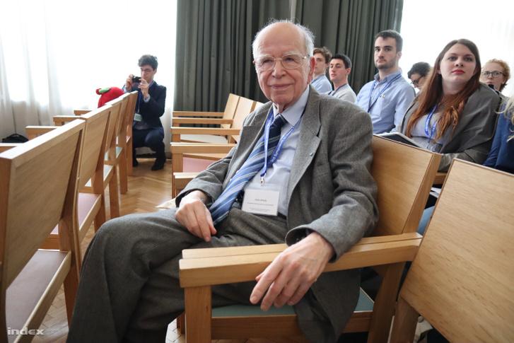 Almár Iván, a szimpózium egyik neves hazai vendége
