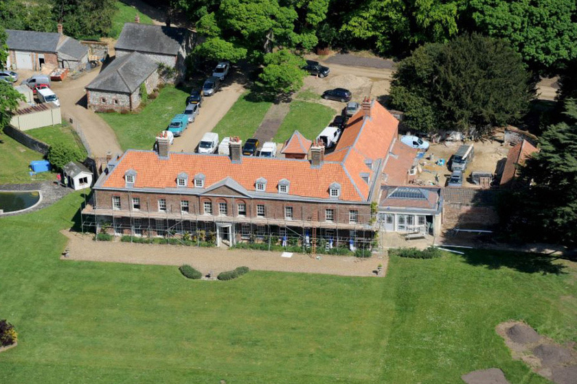Az Anmer Hall a 18. században épült, a királyi család 1898-ban vásárolta és csatolta hozzá a norfolki Sandringham-birtokhoz.