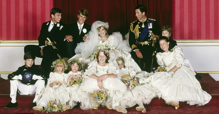 Íme, India, középen, Diana hercegnő előtt - szerinte sem ez volt élete legelőnyösebb külseje.