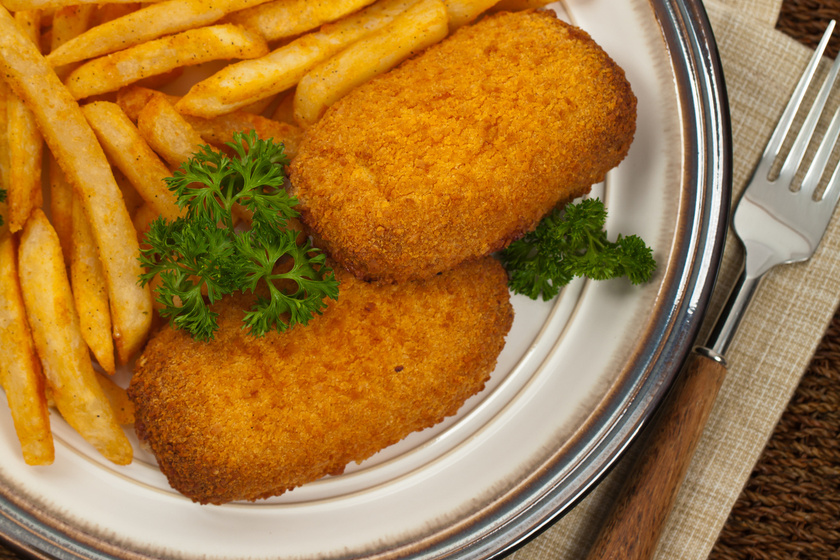 Medvehagymás sajtkrémmel töltött, rántott csirkemell: igazi ínyencség