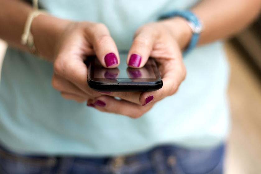 Mennyi mobilozás számít függőségnek a gyereknél? A pszichológust kérdeztük