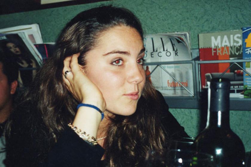 Miután Katalin befejezte középiskolás tanulmányait, nem egyetemre ment egyből, hanem halasztott, és utazgatott, ez a kép 2000-ben készült róla Olaszországban.