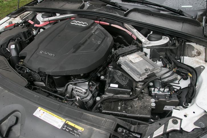 A kétliteres TFSI itt 170 lóerőt tud, csúcsnyomatéka 270 Nm