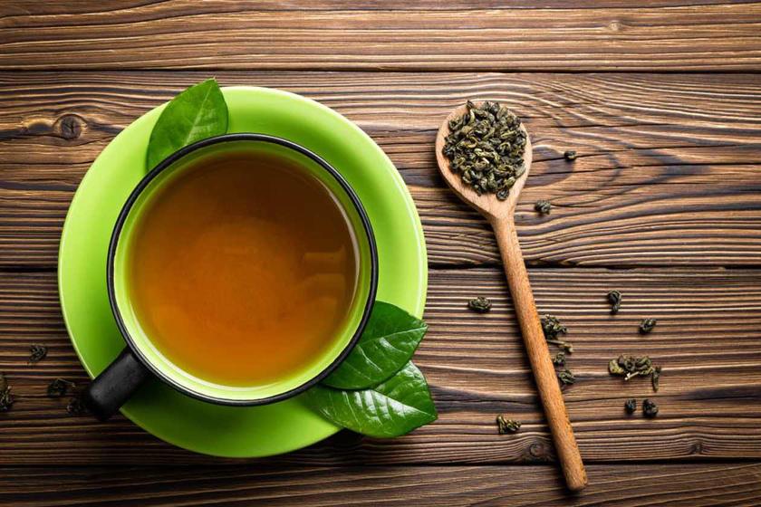 A zöld tea felfrissíti a bőrt, antioxidáns-tartalmának hála pedig fiatalítja is. Egy teáskanál zöldteaport keverj ki egy teáskanál mézzel és ugyanennyi almaecettel. Kend a bőrödre, 10-15 perc elteltével pedig mosd le.