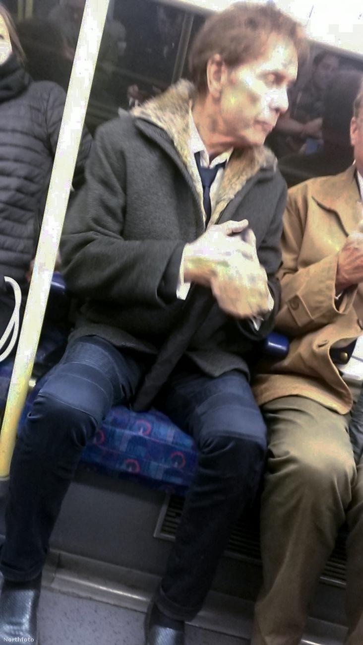 Ezeket a képeket a londoni metrón készítette egy utas, aki a szerda reggeli forgalomban unottan bámult ki a fejéből