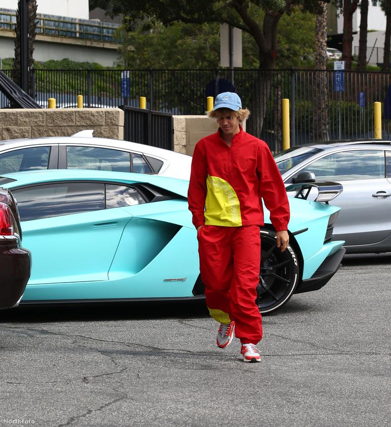 Justin Biebernek azonban valószínűleg nem jelent annyit egy ilyen autó, mint amennyit egy hétköznapi halandónak jelentene, tekintettel arra, hogy bármikor vásárolhat belőle akárhány újat.