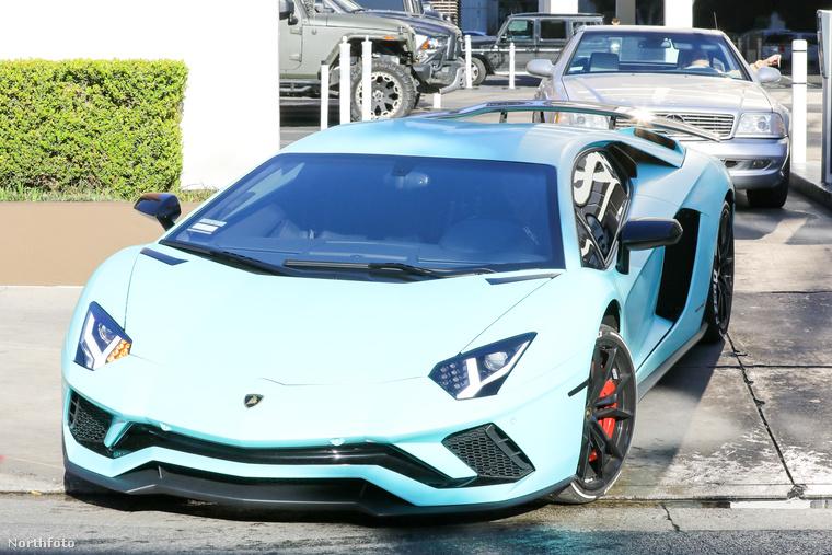 Ez a bilikék gépjármű Justin Bieber Lamborghinije