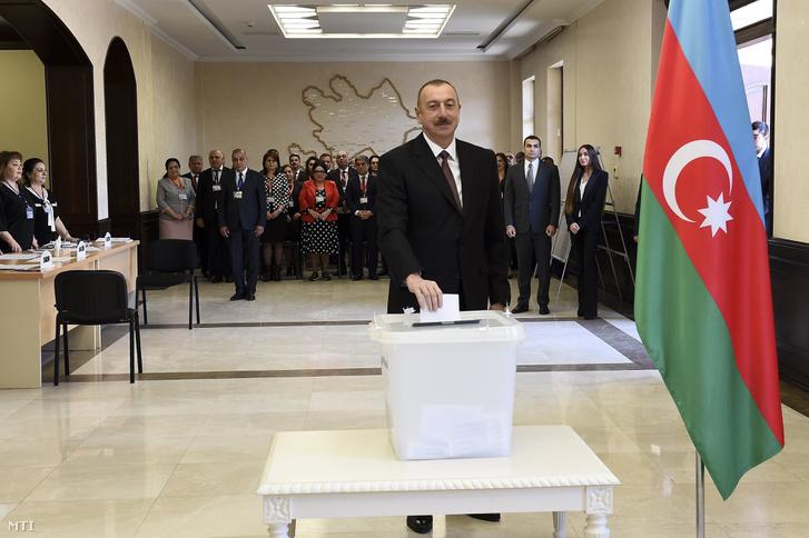 Ilham Aliyev szavaz