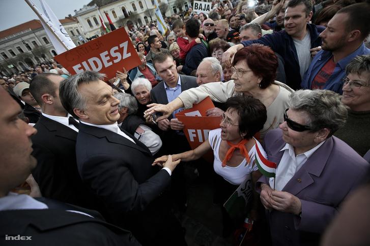 Orbán Viktor a bajai Szentháromság téren tartott választási gyűlésen, 2014. március 31-én