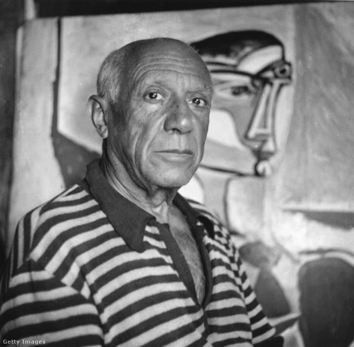 Picasso festménye előtt