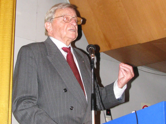 Prof. Dr. Boytha György tart előadást 2008. október 15-én.