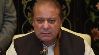 Egész életére eltiltották a politizálástól a volt pakisztáni kormányfőt