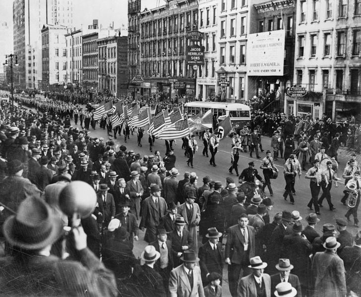 A German American Bund felvonulása New Yorkban 1939. októberében.