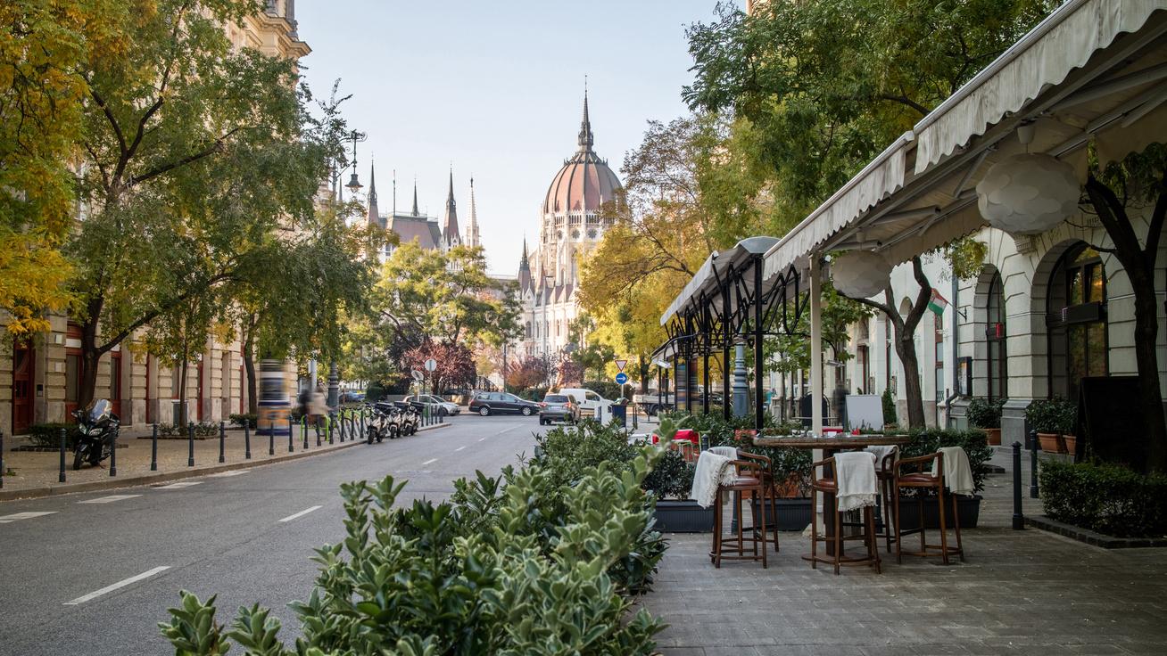 Hihetetlen, de ezek a budapesti kávéházak ma is működnek: nem véletlenül imádják őket