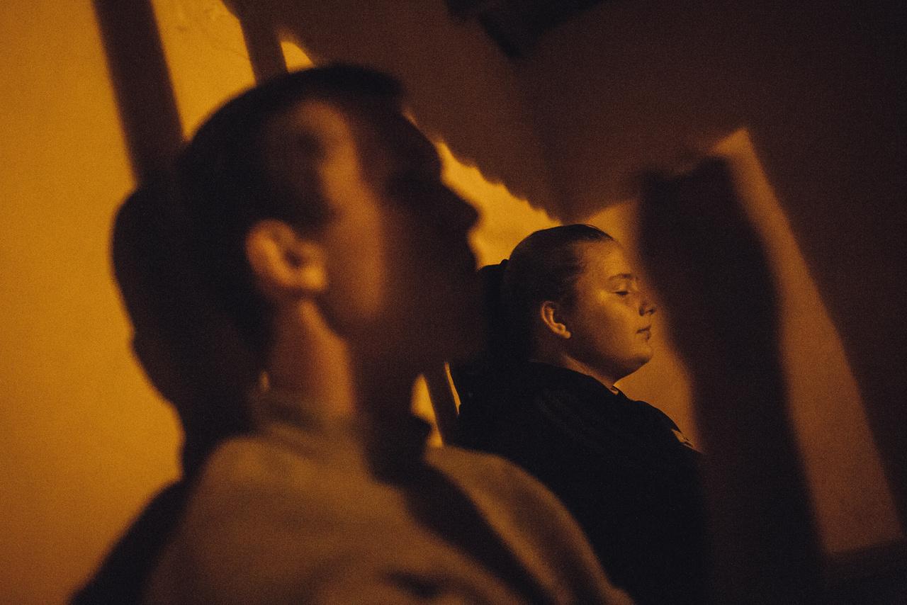 Ami a fiúknak a hadsereg, az a lányoknak az egészségügy. A buszmegállóban barátaira váró Gyiana arról álmodik, hogy egyszer nővér lehet a tiraszpoli kórházban.