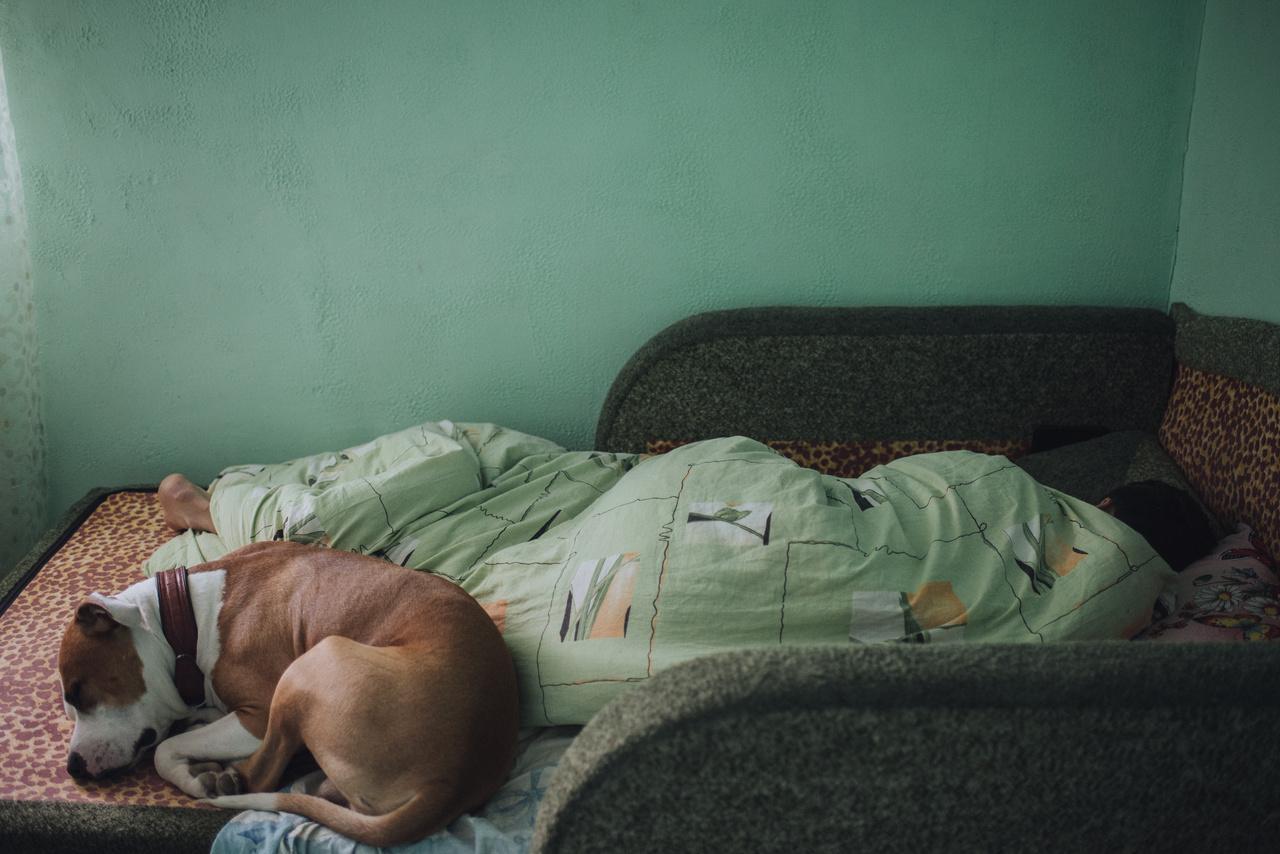Jurából végül nem lett katona, egészségügyi okokból elutasították. Így elesett a legegyszerűbb lehetőségtől, hogy új életet kezdhessen a vidéktől távolabb – akár a Tiraszpolban, a fővárosban.