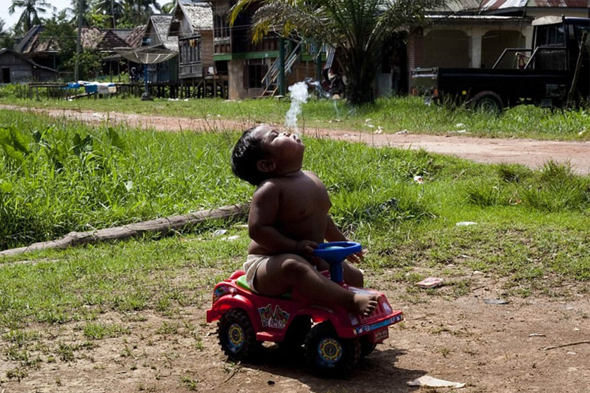 Azóta letette a cigarettát, ami kész csoda, hiszen kétéves korától láncdohányos volt a fiú.