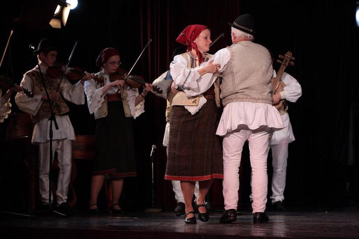 Gyimesi zenészek és táncosok