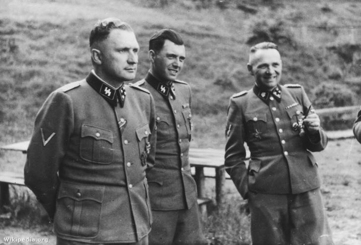 Richard Baer, Josef Mengele és Rudolf Höss Auschwitzban, 1944-ben.