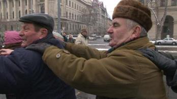 Vonatoztak a Kossuth téri tüntetők
