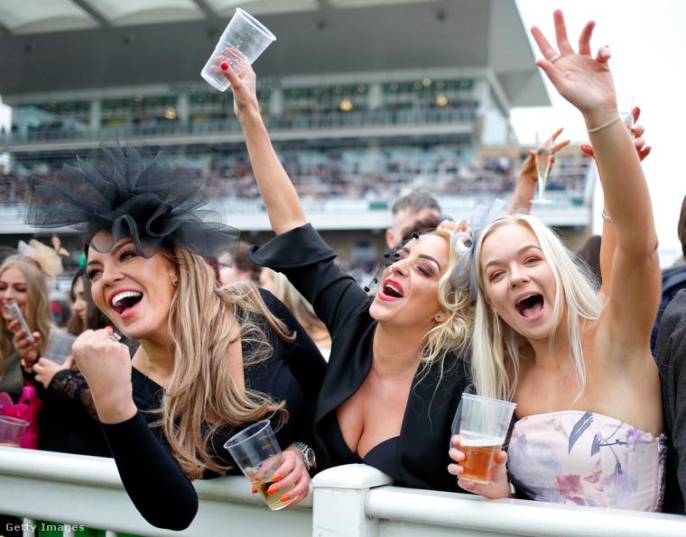 A női egyenjogúság nevében ugyanis az alkoholproblémák különböző formái a briteknél sem jelentik csak a férfiak kiváltságát, isznak a nők is előszeretettel a rosszullétig