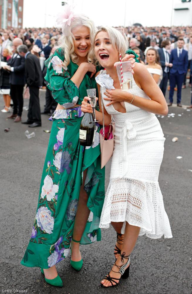 A lóverseny köré kerekített fesztiválnak a péntek volt a női napja, de szombaton is zajlanak az események.