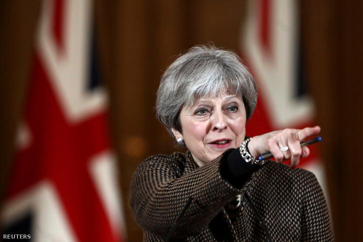 Theresa May szombaton sajtótájékoztatót tartott a Downing street 10-ben