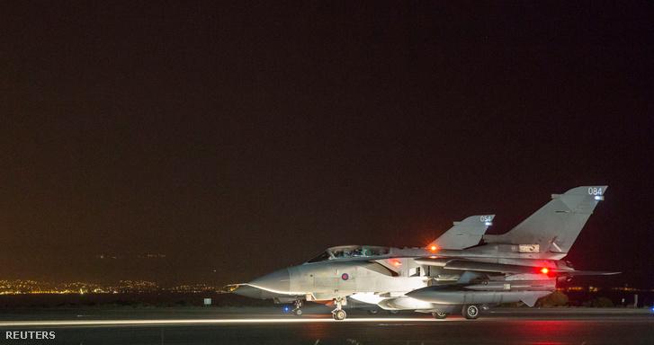 Brit vadászbombázók indulnak bevetésre ciprusi támaszopontjukról, április 13-án éjjel