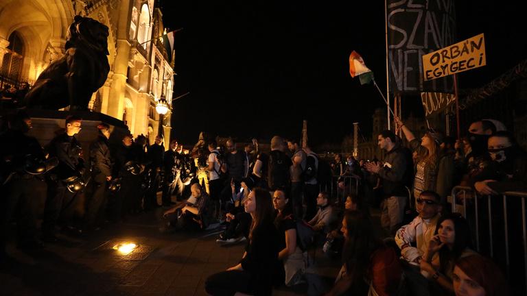 Teli volt a Kossuth tér, egységes ellenzéket követeltek és folytatást ígértek a tüntetők