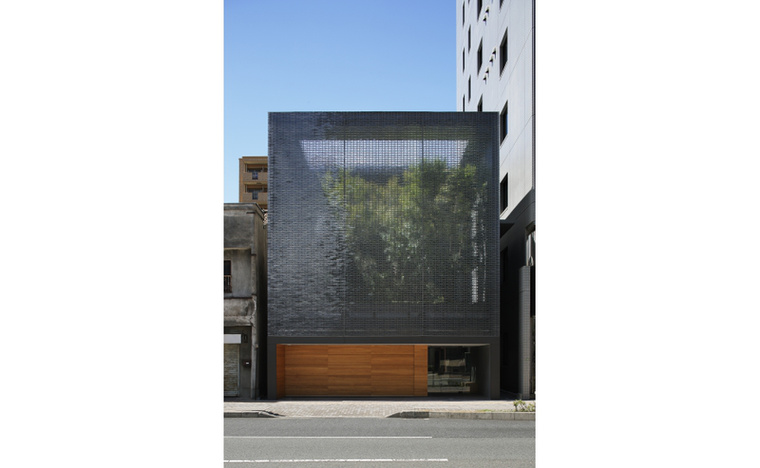 """Ez a Hiroshi Nakamura & NAP által tervezett """"üvegház"""" lett az év legjobb háza"""