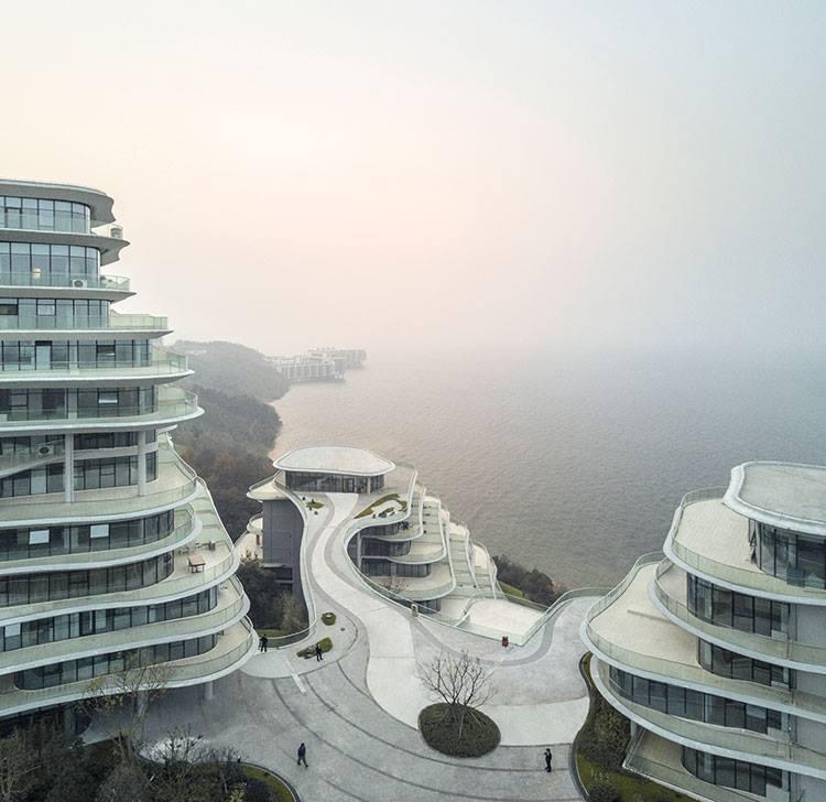 Az év legjobb lakóház-komplexumát a MAD Architects tervezte a kínai Huangshan Nemzeti Park közelébe