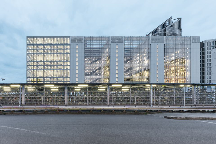 A hollandiai Rijnstraat 8 névre keresztelt épület lett az év legjobb irodaépülete