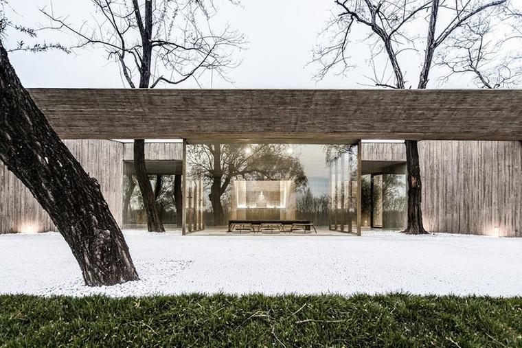 Az év legjobb vallási épülete az Archstudio által tervezett 'Waterside Buddist Shrine' névre keresztelt központ let Kínában