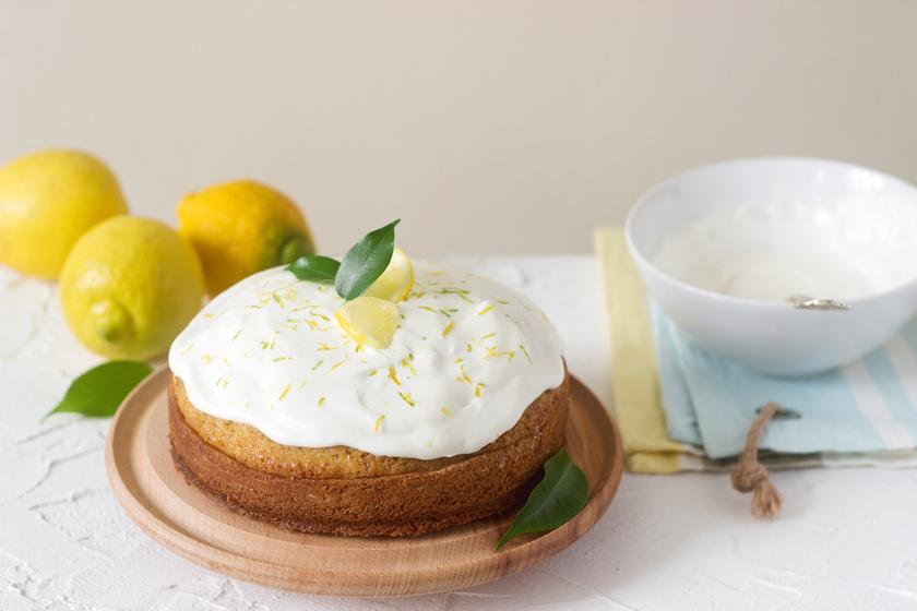 Pillekönnyű, citromos piskóta tejszínhabbal: puha és magas lesz a tészta