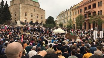 Nagyon sokan voltak a kormányellenes tüntetésen Pécsen