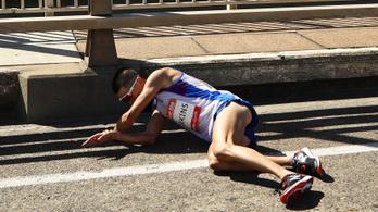Percekig nézték és fotózgatták az elájult futót, mielőtt segítettek volna rajta
