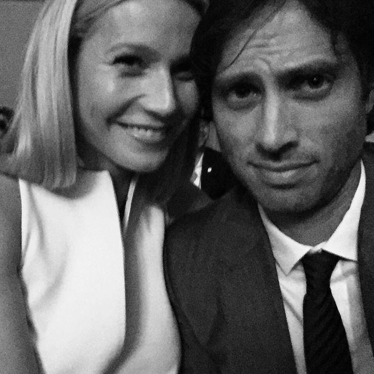 Ahogy arról mi is beszámoltunk, Gwyneth Paltrow másodszor is férjhez megy, ez alkalommal a forgatókönyvíró Brad Falchukhoz, akivel ezen a fotón is látható