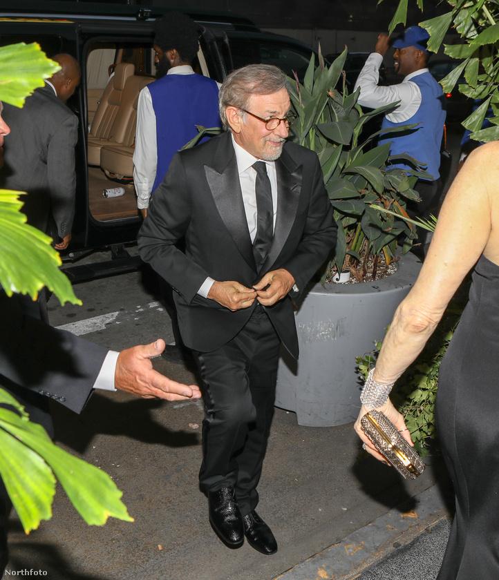 ...és Steven Spielberg is beugrott gratulálni a párnak.