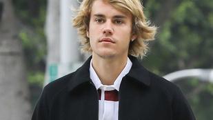 Justin Bieber hősiességből behúzott egy férfinak a Coachellán