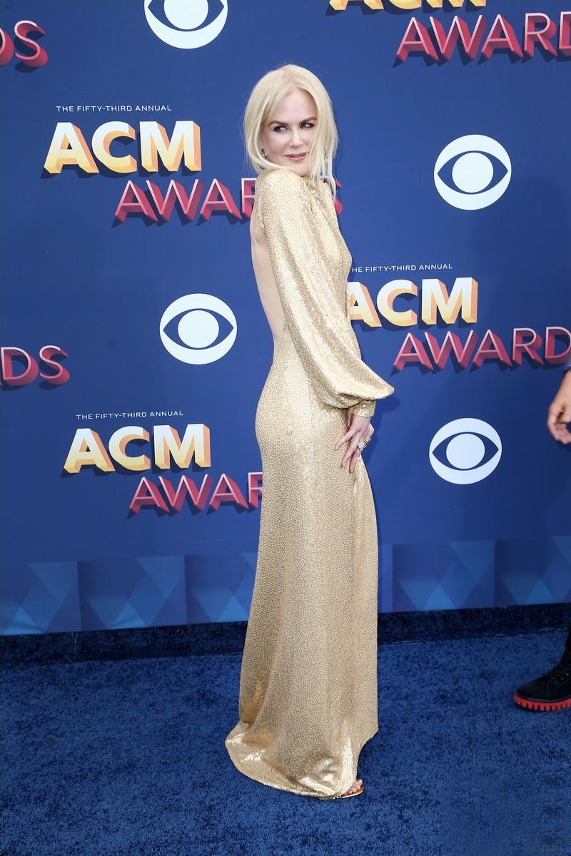 Nicole Kidman remekül nézett ki ebben a ruhában, ami nagyon jól kiemelte a kerek popsiját.