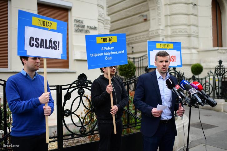 Jakab Péter sajtótájékoztatót tart 2014 április 10-én.