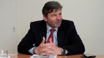 Fontos európai pozíciót kapott Fekete-Győr András, a momentumos politikus édesapja