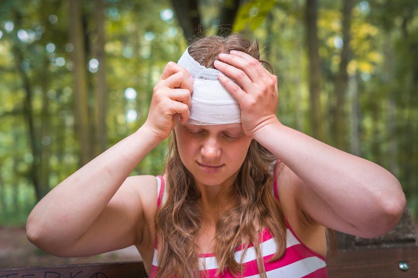 Már a fej beütése is fokozza a demencia kockázatát: attól is függ, milyen életkorban történt