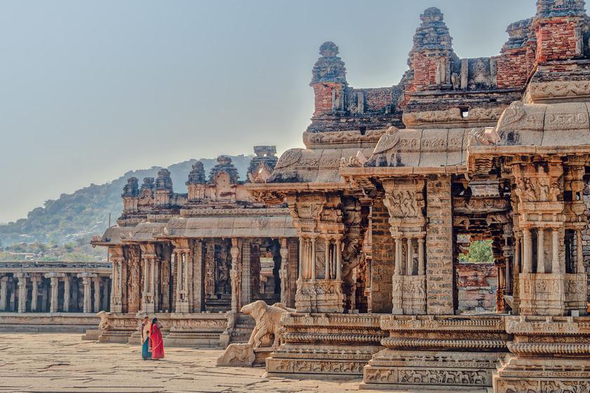 A Vittala-templomegyütteshez évente több ezren elzarándokolnak, hogy leróják tiszteletüket a hindu istenségek előtt.