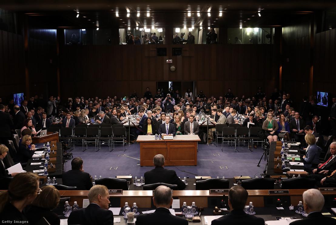 Zuckerberg a szenátusi meghallgatáson