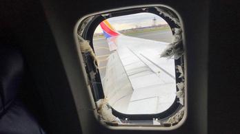 Betört a repülő ablaka, a légnyomáskülönbség félig kiszippantott egy utast, aki belehalt