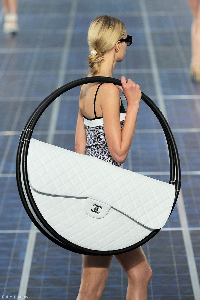 A Dívány olvasói 2012-ben még szavazhattak is erre a szokatlan strandrajárós hulahopp táskára