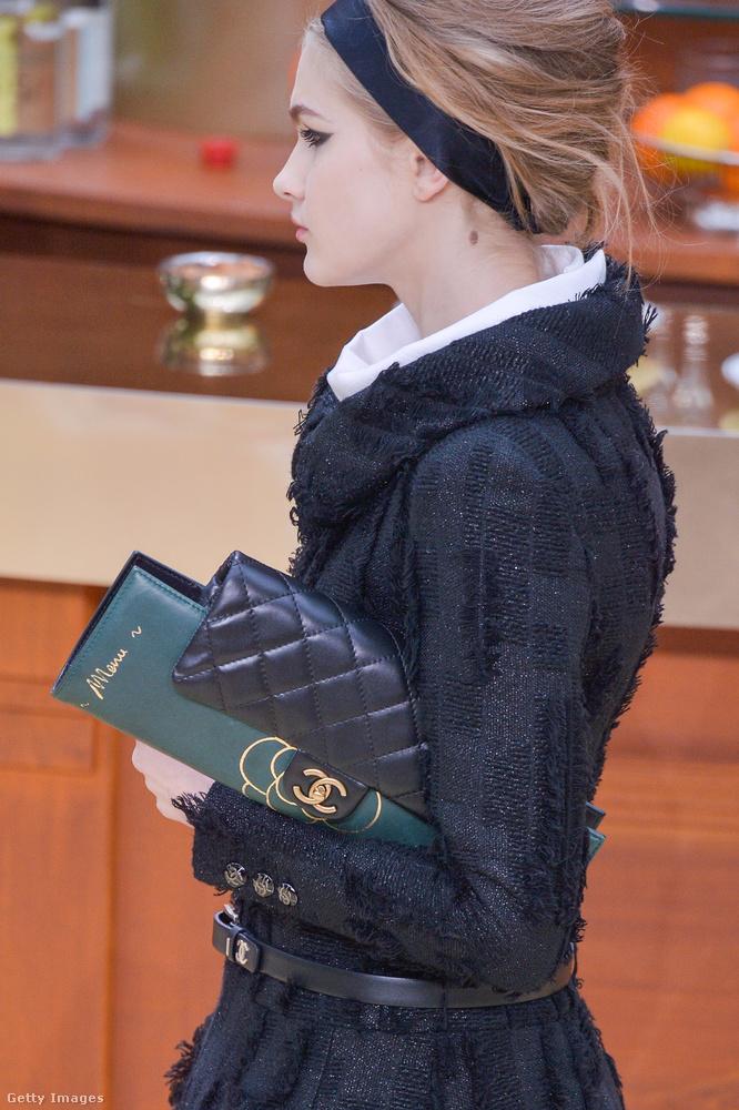 Étlappal kombinált steppelt Chanel táska a 2015-ös Chanel bemutatón.