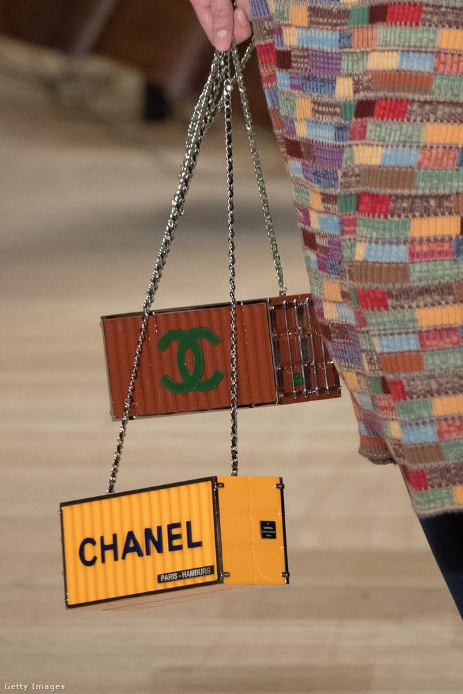 Ez a szállítási konténerre emlékeztető táska például a nemrég bemutatott hamburgi shown bukkant fel