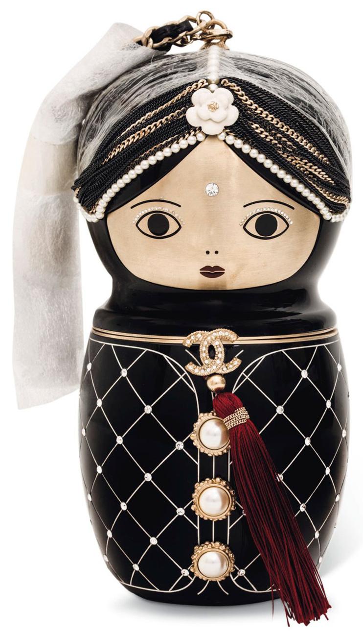 A Paris-Moscow Chanel Métiers d'Art showra készült ez a matrjoska-szerű ékszertáska.